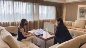 トラベルインフルエンサー平野さんとのインタビュー風景
